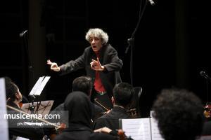 نادر مشایخی با اینتر ارکستر تهران روی صحنه رفت