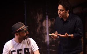 بهزاد عمرانی در نمایش نیمه تاریک ماه