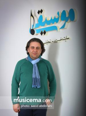 دکتر «افشین یداللهی» شاعر و ترانهسرای سرشناس کشورمان در اثر سانحه تصادف درگذشت