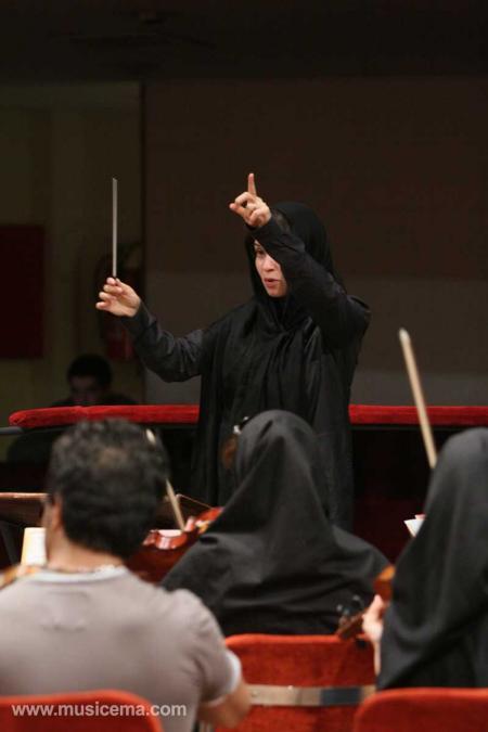 متاسفم که ارکستر سمفونیک تهران به رهبری نازنین آقاخانی اجازه اجرای عمومی نگرفت
