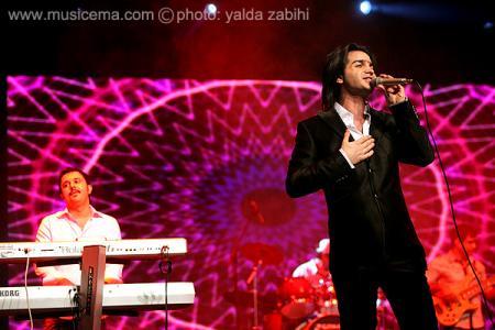 كنسرت محسن يگانه در میان استقبال پرشور هوادارانش برگزار شد