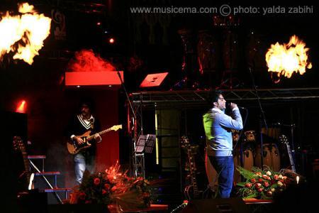 عکسهای اولین کنسرت مشترک «سهراب پاکزاد» ، «امیر طبری» و گروه ریزار به سرپرستی محمدرضا گلزار - 4