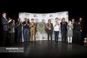 مراسم رونمایی آلبوم «به چشم های تو سوگند» با صدای ایوب صادقی