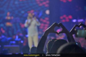 کنسرت امید حاجیلی در تهران - 29 اردیبهشت 1394